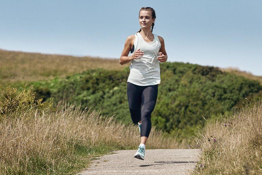 Ειδικά παπούτσια και τεχνικά ρούχα για τρέξιμο - Mizuno Hellas